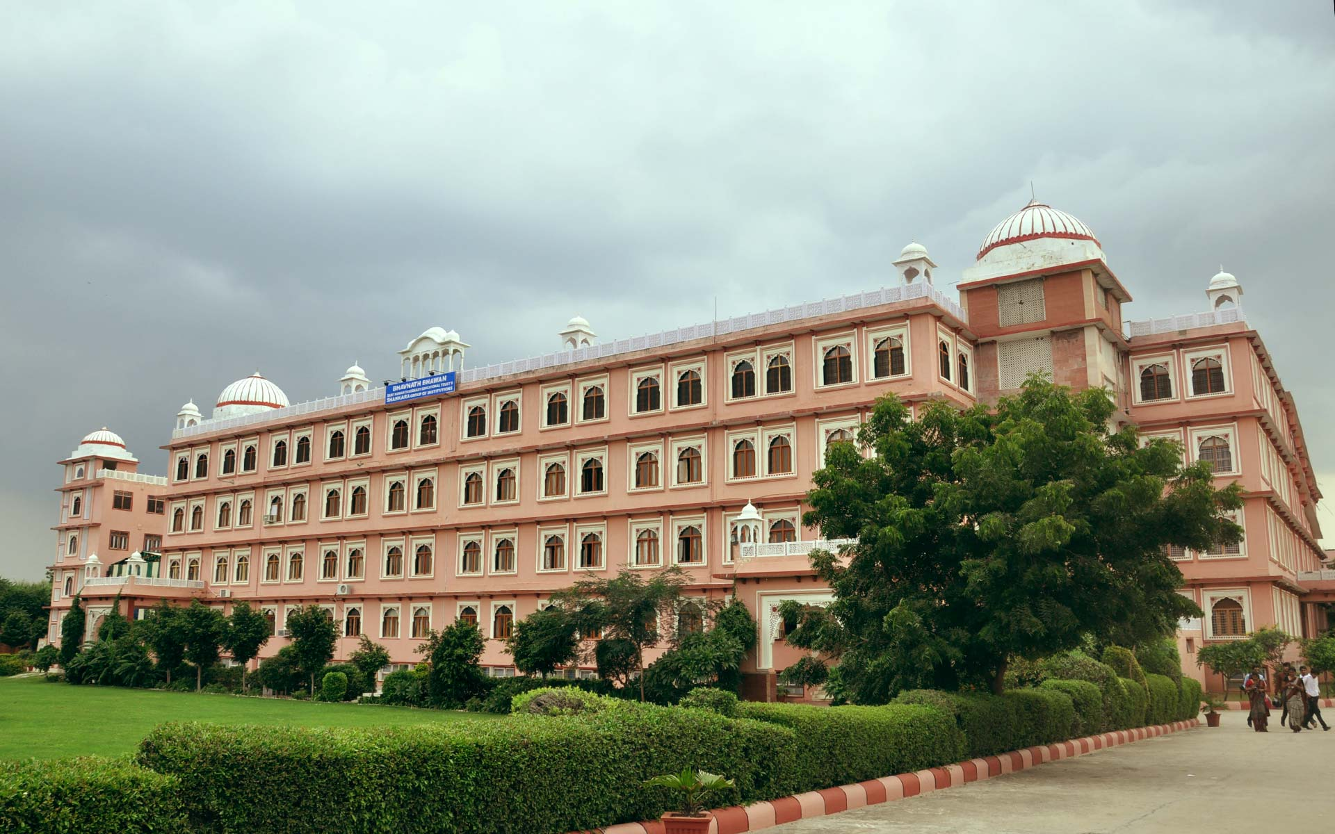Best BBA / BCA / B.Tech / MBA colleges in New Delhi & Jaipur